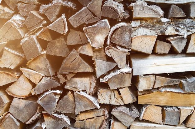 Woodpile na zona rural de perto