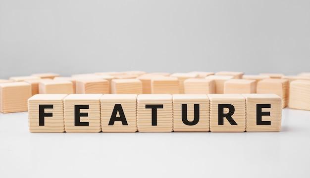 Word feature feito com blocos de madeira
