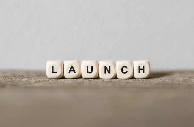 Word launch feito com blocos de madeira