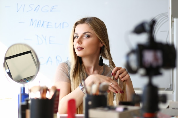 Workshop de blog sobre beleza para transmissão de vlogger feminino
