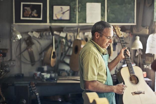 Workshop para fixação de guitarras