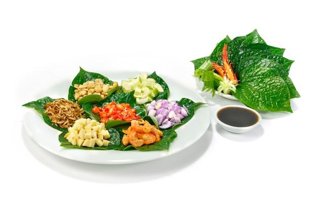Wraps de folhas salgadas (miang kham) tamanho da mordida aperitivo thaifood style ingredientes