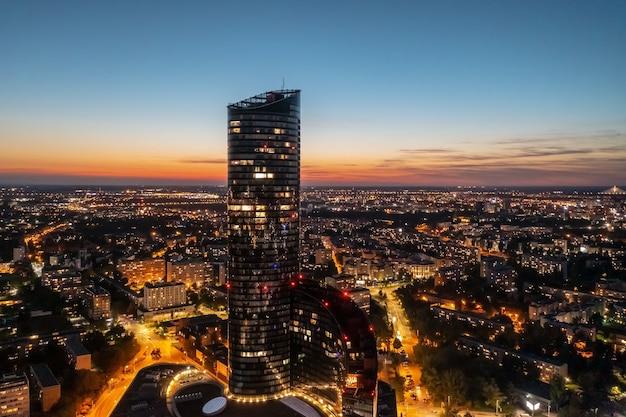 Wroclaw à noite, panorama da cidade em altura, polónia