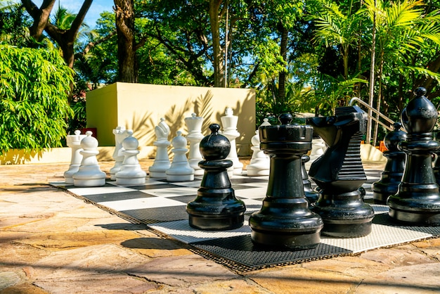 Xadrez gigante no playground ao ar livre