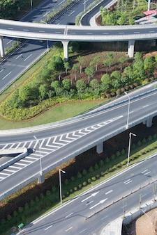 Xangai junção de estrada elevada e viaduto de intercâmbio à noite