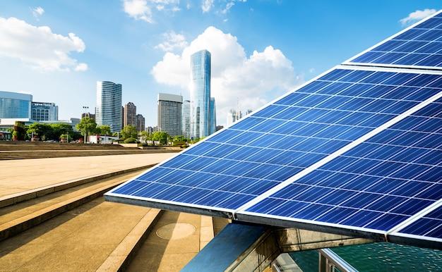 Xangai paisagem urbana, monumentos e painéis solares