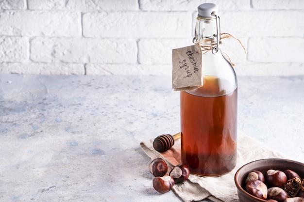 Xarope de castanha caseiro em garrafa