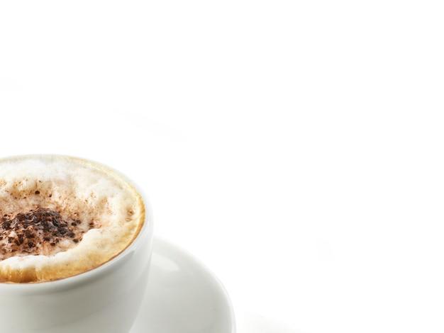Xícara cappuccino isolada no branco