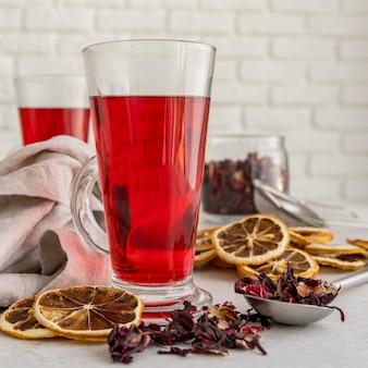 Xícara com chá cítrico