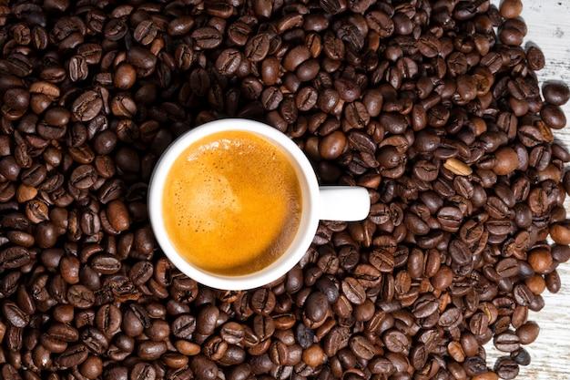 Xícara de café branca al 3 oclock