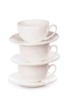 Xícara de café branca vazia no fundo branco
