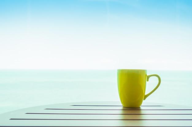 Xícara de café colorido