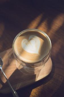 Xícara de café com bela arte latte