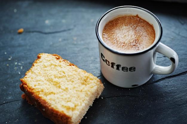 Xícara de café com bolo