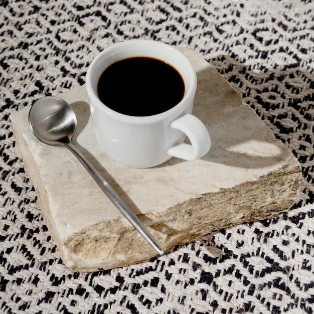 Xícara de café com colher