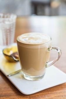 Xícara de café com latte quente