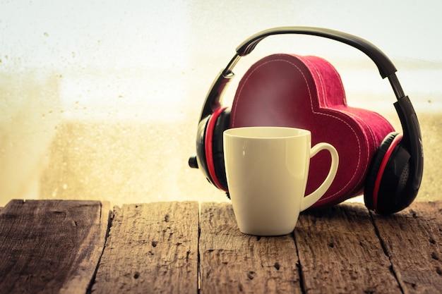 Xícara de café com música retro vintage