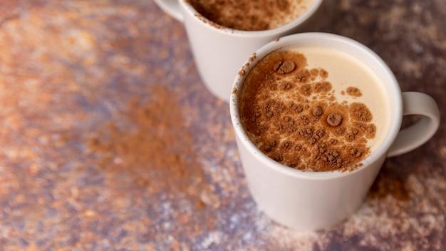 Xícara de café com pó e espaço de cópia