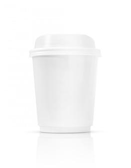 Xícara de café em branco para ir isolado