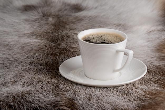 Xícara de café em peles