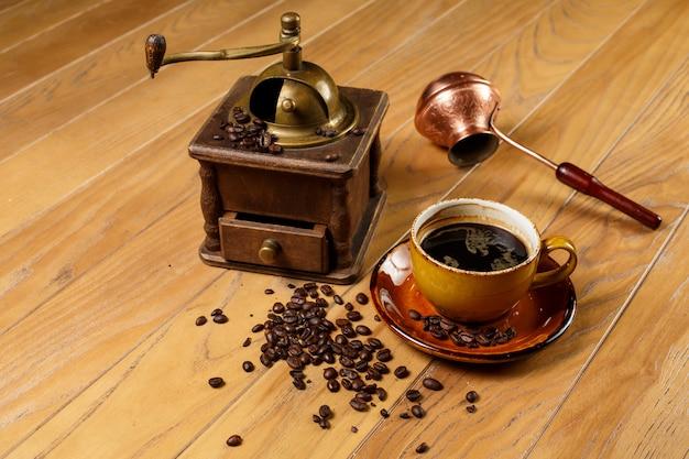 Xícara de café. grãos de café. turco