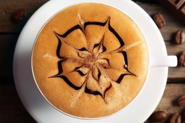 Xícara de café latte art, closeup