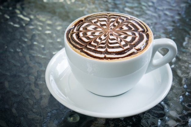 Xícara de café mocha na mesa