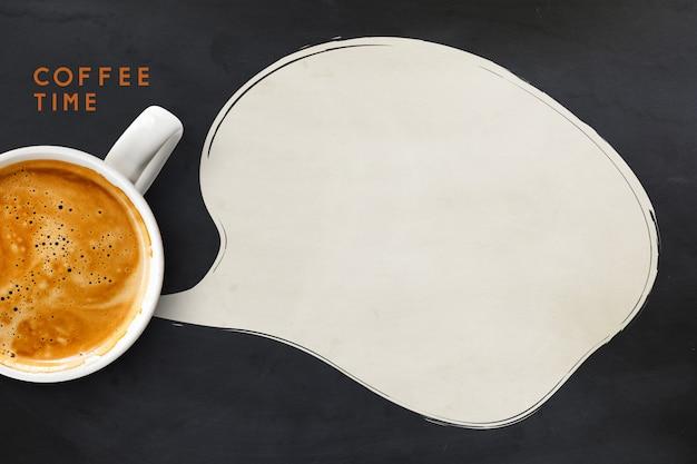 Xícara de café na superfície preto e branco
