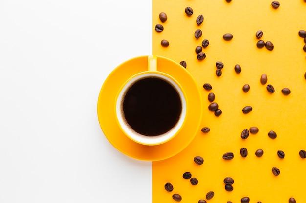Xícara de café preto com espaço de cópia