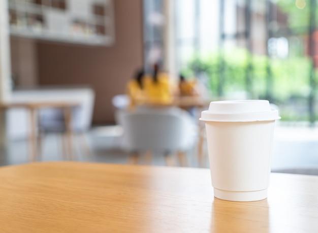 Xícara de café quente em café restaurante