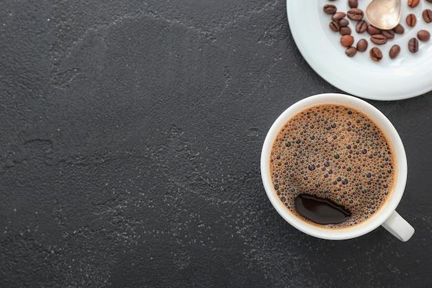 Xícara de café quente em cinza