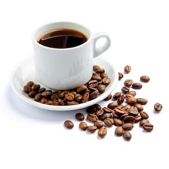 Xícara de café sobre fundo branco