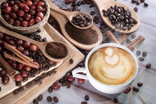 Xícara de cappuccino na mesa