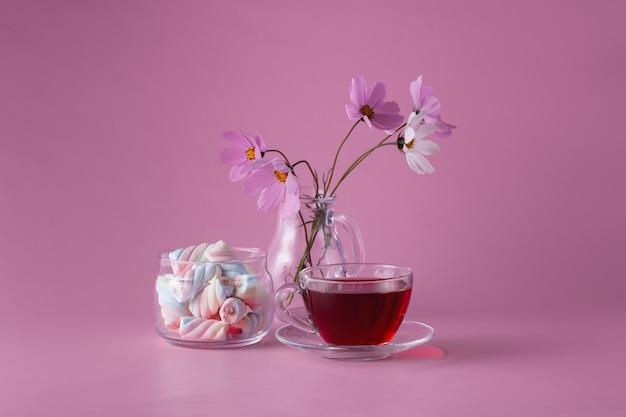 Xícara de chá com marshmallow