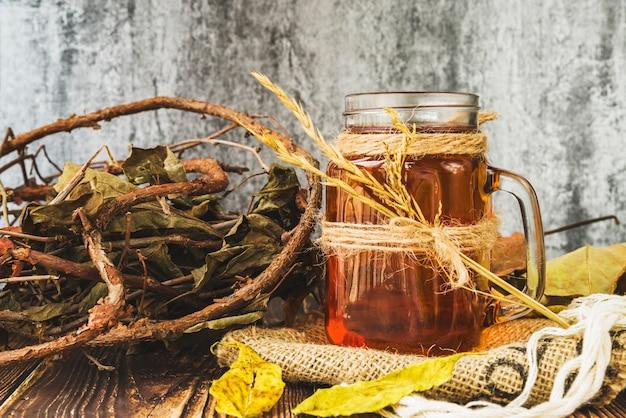 Xícara de chá com trigo