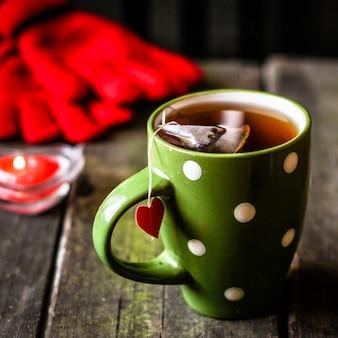 Xícara de chá com um coração