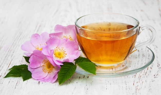 Xícara de chá e dogrose