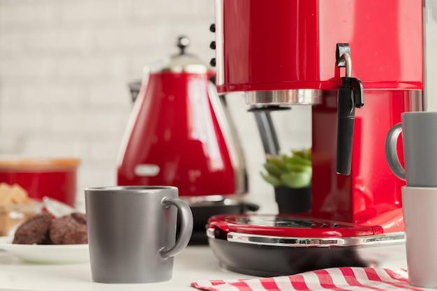 Xícara de chá ou café na cozinha moderna