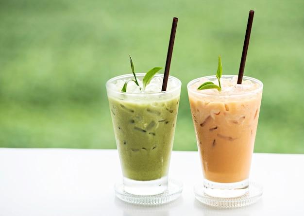 Xícara de chá verde fresco