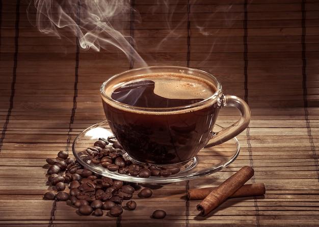 Xícara fumegante de café