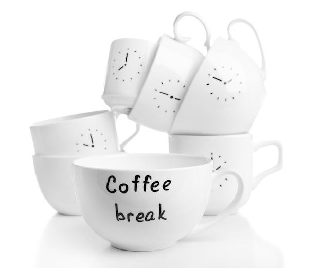 Xícaras de café com tempo de pausa para o café, isoladas em branco