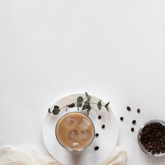 Xícaras de café na mesa