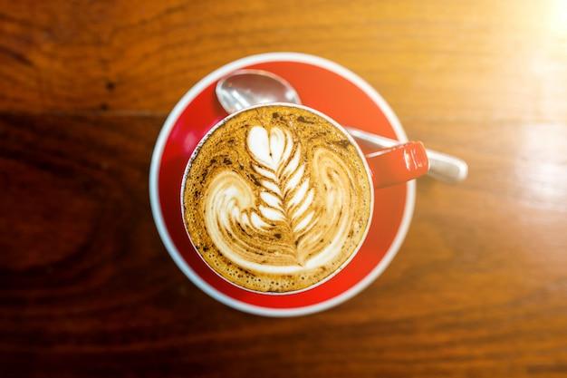 Xícaras de cappuccino com latte art