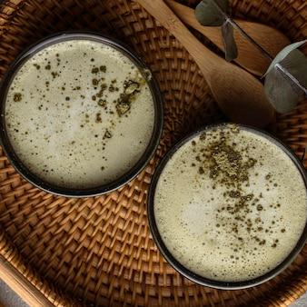 Xícaras de chá com pó de vista superior
