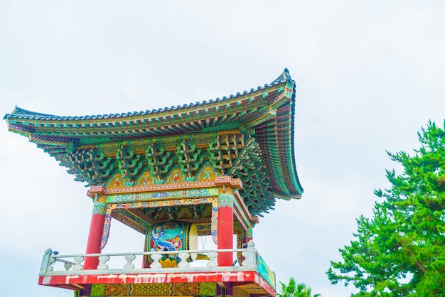 Yakcheonsa temple em jeju island, coreia do sul