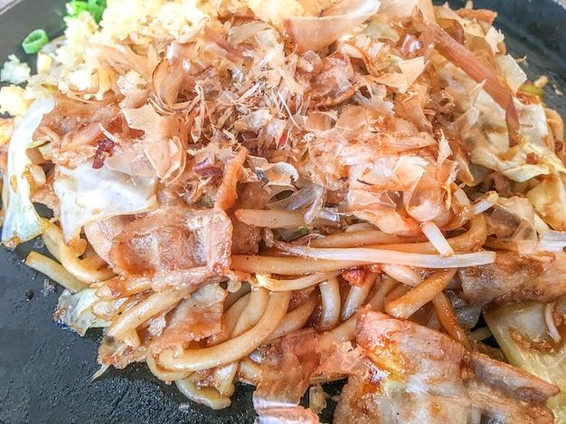 Yakisoba com carne de porco