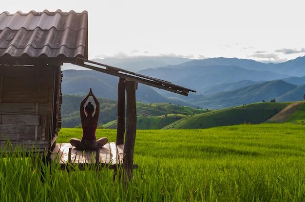 Yoga na natureza