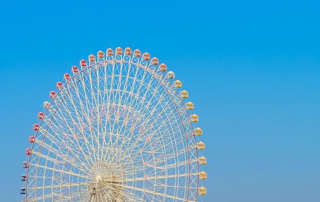Yokohama, japão - novembro 24,2015: roda de ferris no mundo cosmo