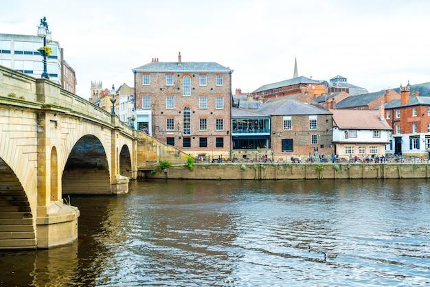 York city com o rio ouse em york reino unido.
