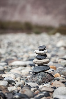 Zen equilibrado pedras pilha equilíbrio paz silêncio conceito